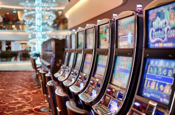 オンラインカジノにおけるスロットの遊び方を解説・パチスロとは違う